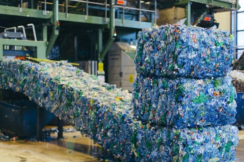Racjonalne zarządzanie odpadami - linia recykling plastikowych butelek